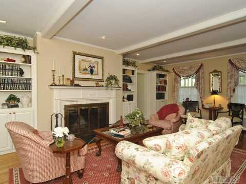 Amityville horror house for sale 5 bedrooms 3 5 baths for The amityville house for sale