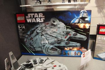 lego-millennium-falcon-box