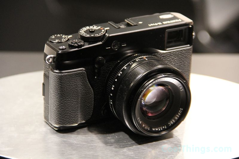 fujifilm x pro 1 brings leica features in a more affordable package. Black Bedroom Furniture Sets. Home Design Ideas