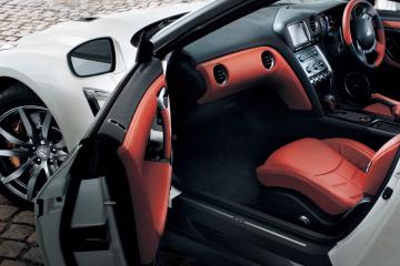 2013 Nissan GT-R Door