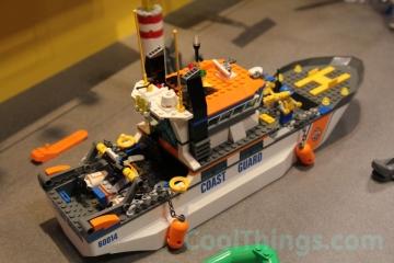 LEGO-coast-guard-patrol-60014-6