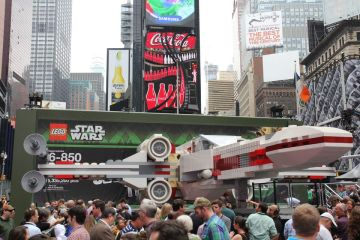 LEGO-Star-Wars-Largest-Xwing-11