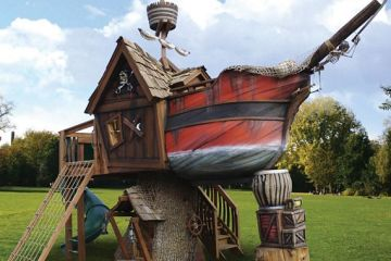 pirate-ship-playhouse-1