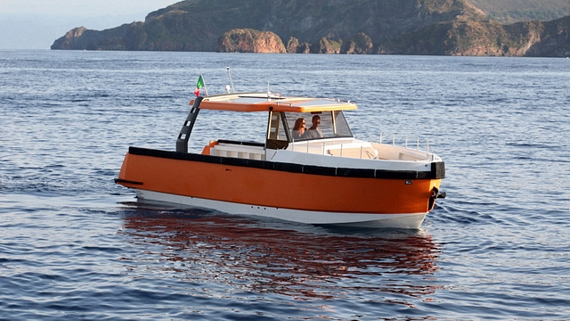 Ethos E30 Boat Allows Modular Layouts For Adapting To