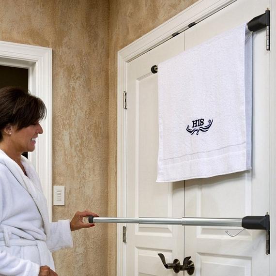 Hinged Towel Bars : Hinge n hang mounts a towel bar to your door