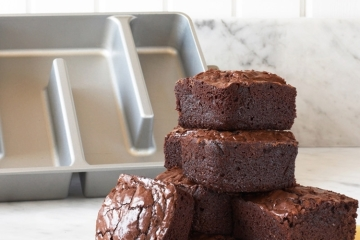 bakers-edge-brownie-pan-2