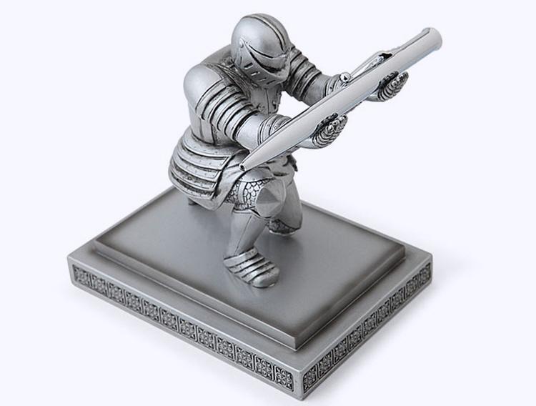 knight-pen-holder-1