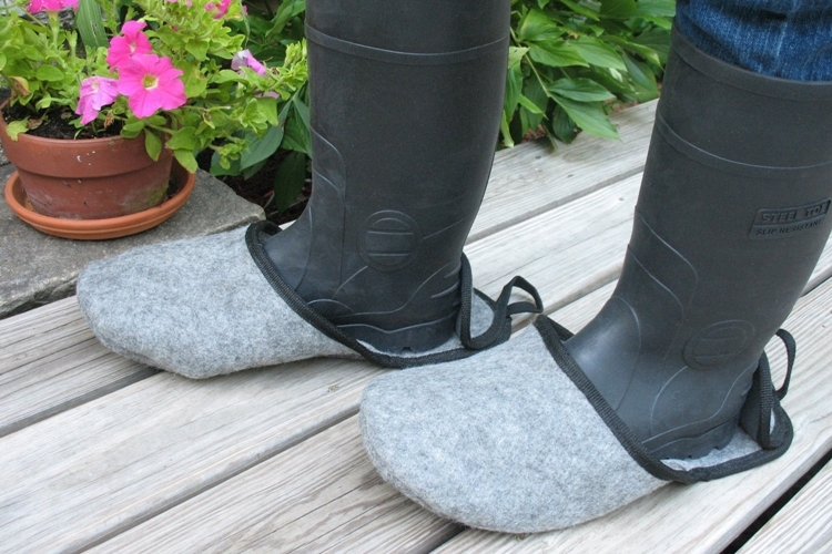 how to put on boot covers