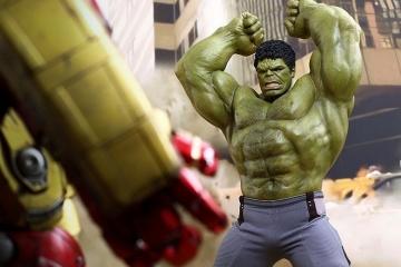 hot-toys-hulk-deluxe-2