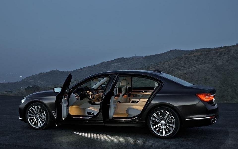 2016-BMW-7-Series-3