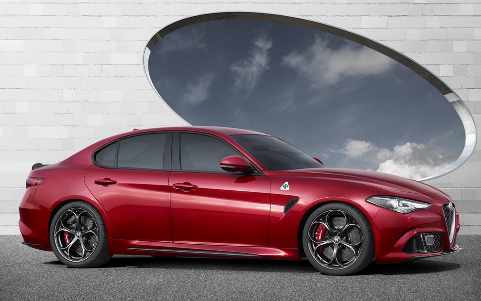 alfa romeo giulia quadrifoglio. Black Bedroom Furniture Sets. Home Design Ideas