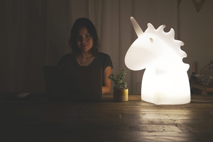 giant-unicorn-lamp-2