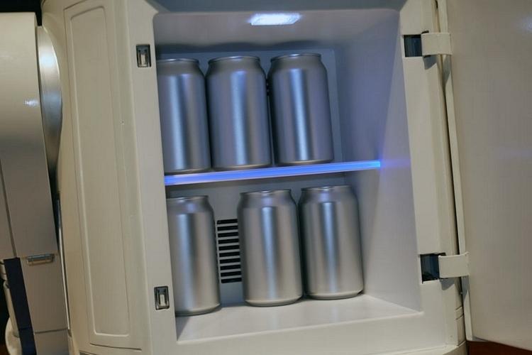 r2-d2-mini-fridge-3