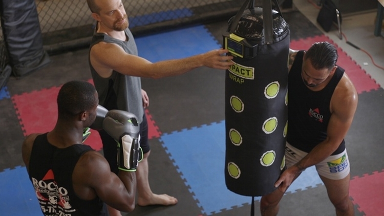how to put on boxing wraps properly