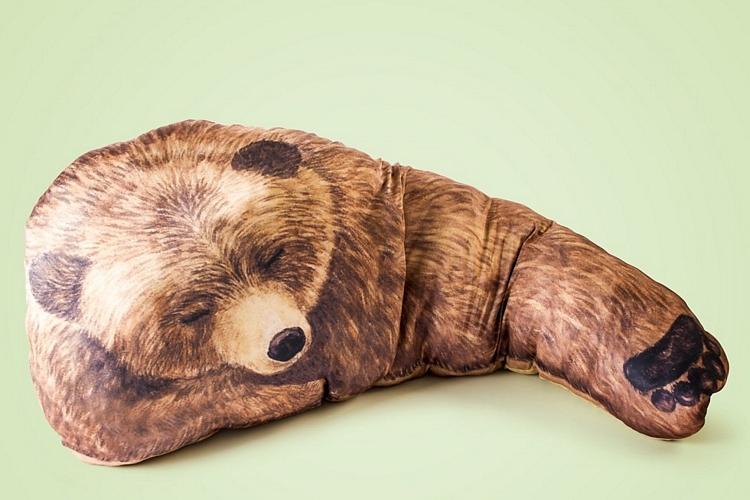 bear-hug-pillows-2