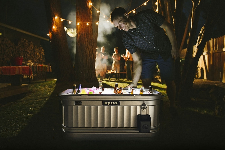 Hipster Backyard Bbq : Igloo Party Bar Is That A Giant Cooler Or A Mini Bathtub?