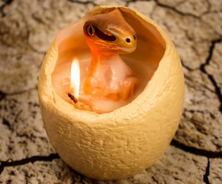 hatching-dinosaur-candle-1