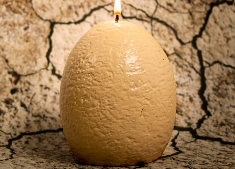 hatching-dinosaur-candle-2
