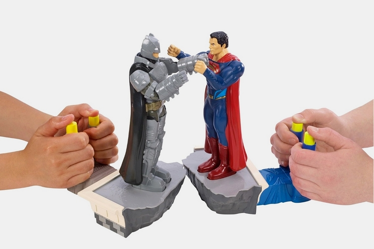batman-superman-rock-em-sock-em-game-1