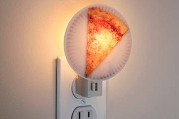 kikkerland-pizza-night-light-1