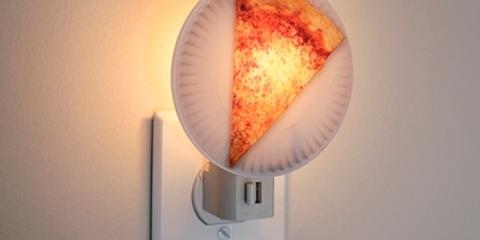 kikkerland-pizza-night-light-1