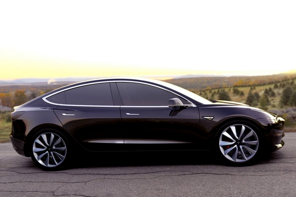 Tesla model 3 brings 215 miles of range and 0 to 60 of under 6 seconds