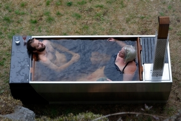 soak-outdoor-wood-fire-hot-tub-2