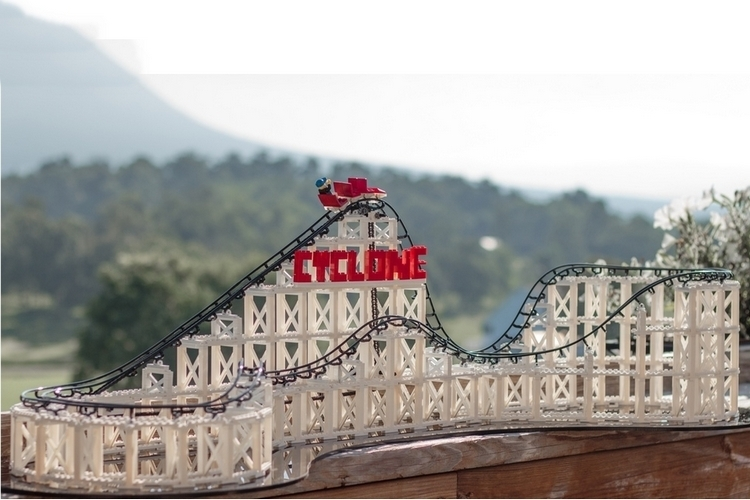 cyclone-roller-coaster-model-kit-1