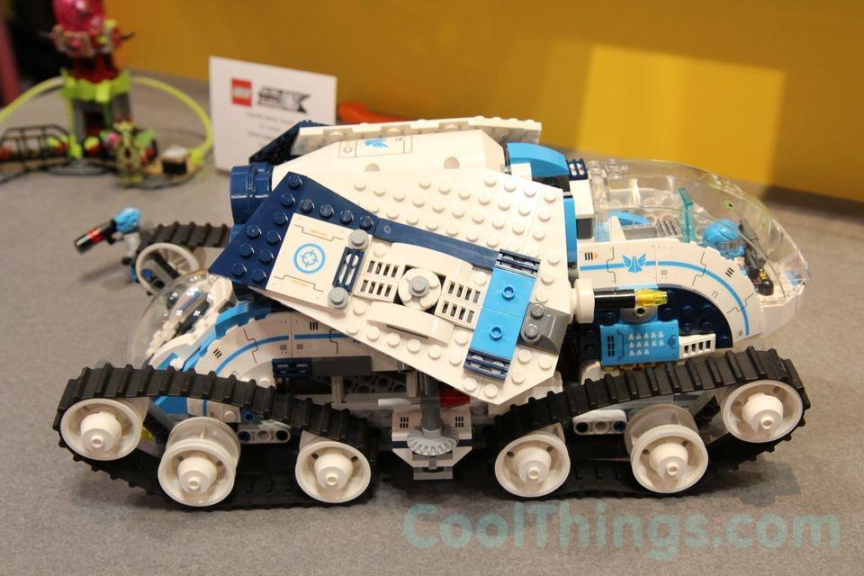 70709-lego-galactic-titan-2