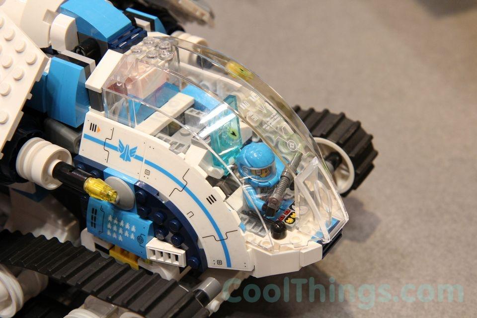 70709-lego-galactic-titan-3