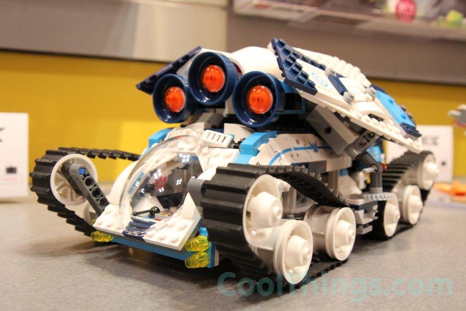 70709-lego-galactic-titan-4