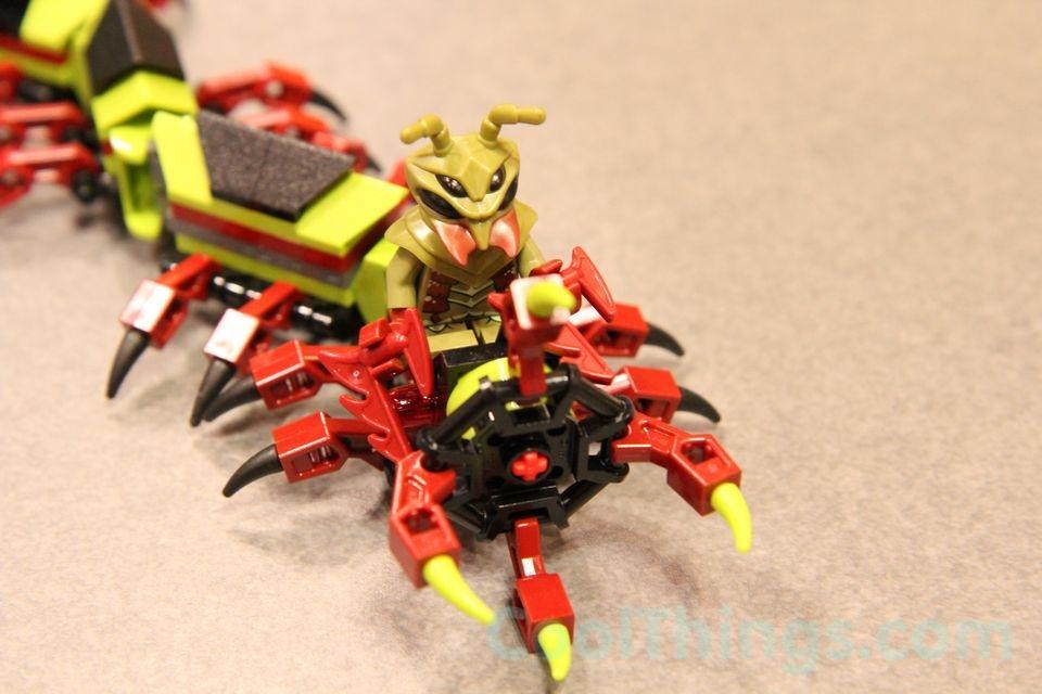 70709-lego-galactic-titan-6