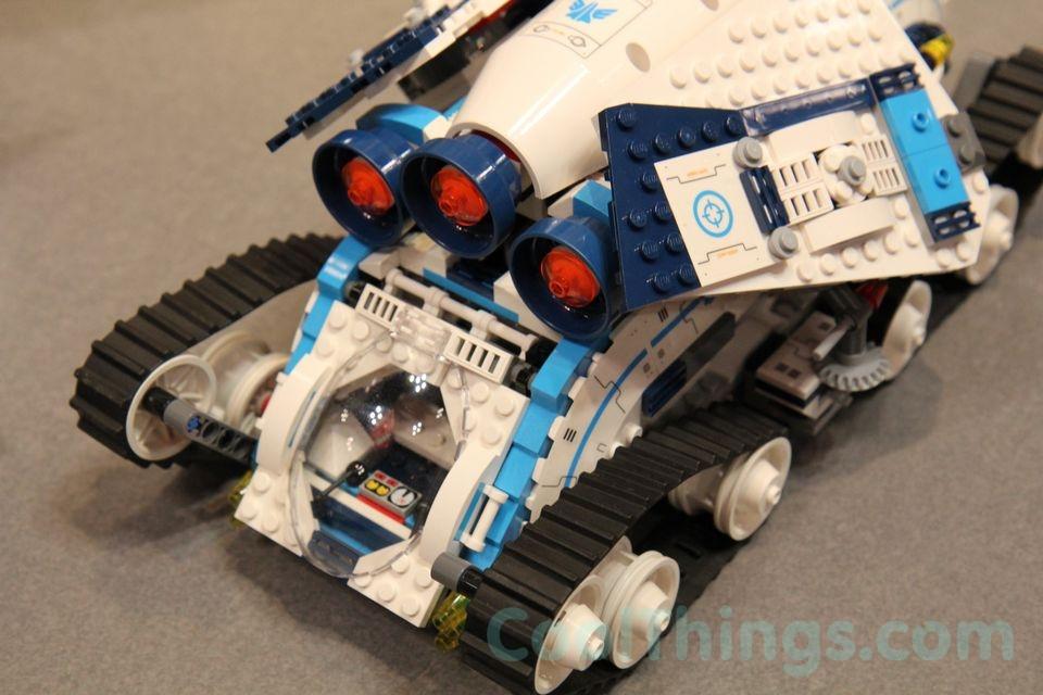 70709-lego-galactic-titan-9
