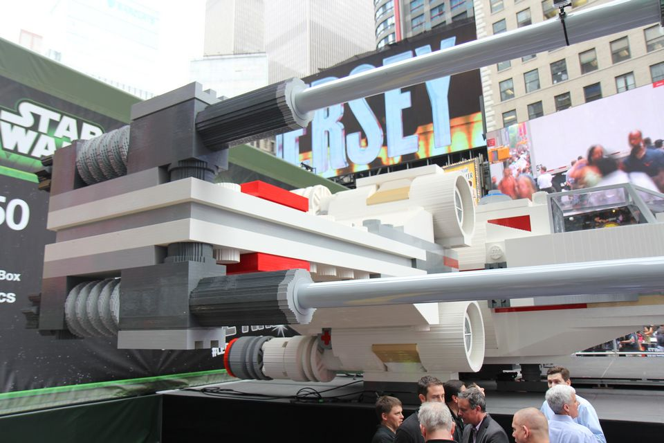 lego-star-wars-largest-xwing-17