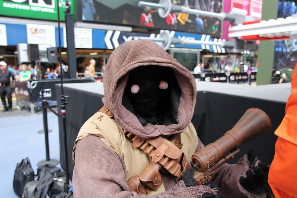 star-wars-dark-lord-cosplay