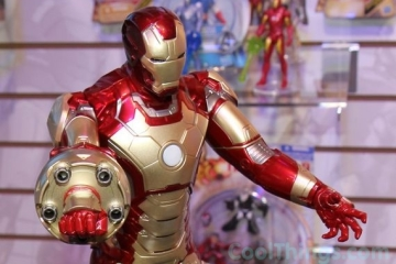 iron-man-3-sonic-blasting-action-figure-1