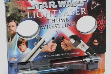 lightsaber-thumb-wrestling-1