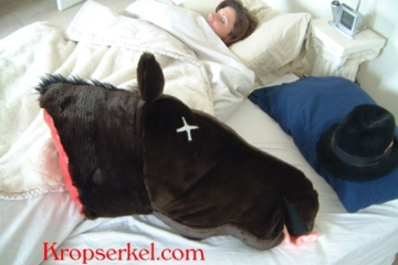 severed-horse-head-pillow-1