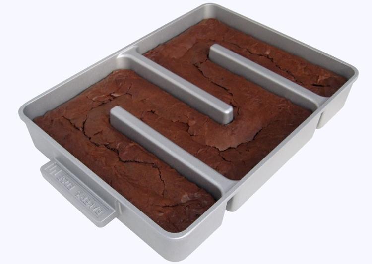 bakers-edge-brownie-pan-1
