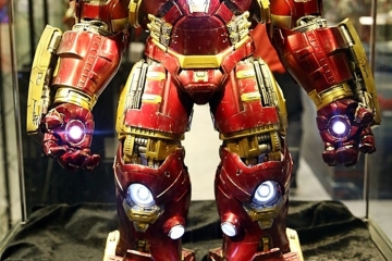 hot-toys-iron-man-hulkbuster-1