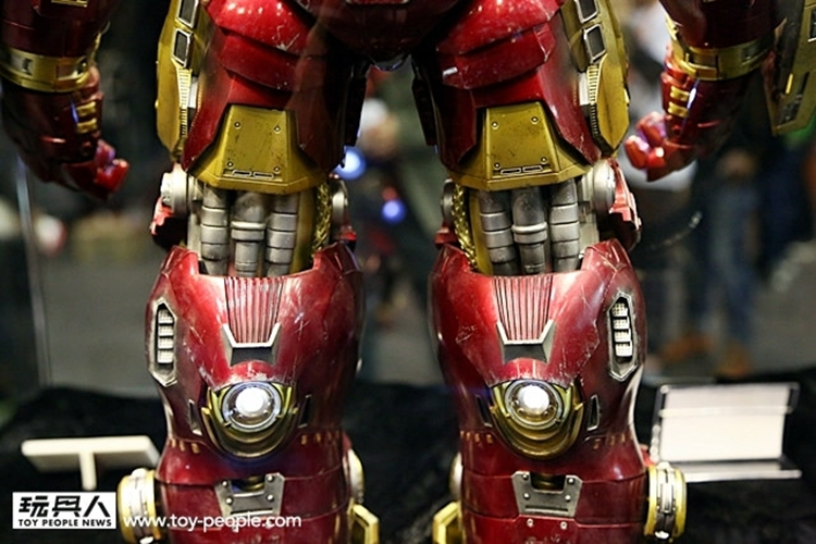 hot-toys-iron-man-hulkbuster-3