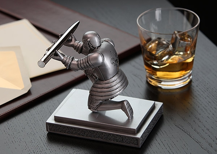 34d409cfc53c2 knight-pen-holder-2