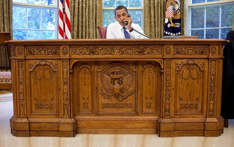 american-president-resolute-desk-2