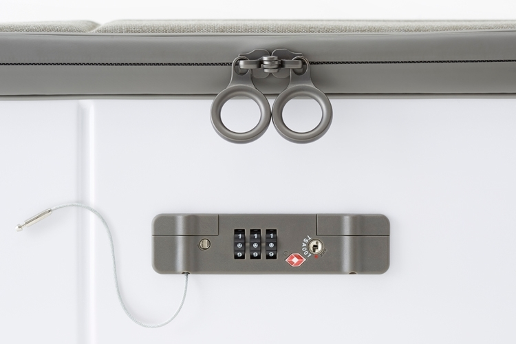 kame-suitcase-3