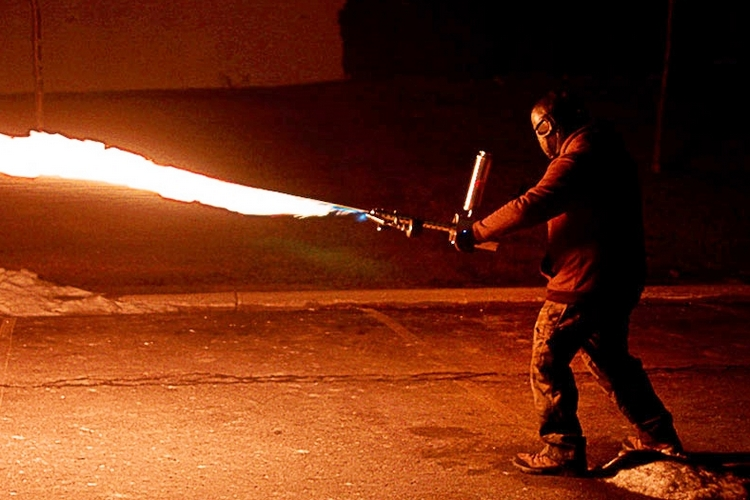 xm42-handheld-flamethrower-2