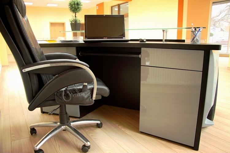 unique-racing-desks-3