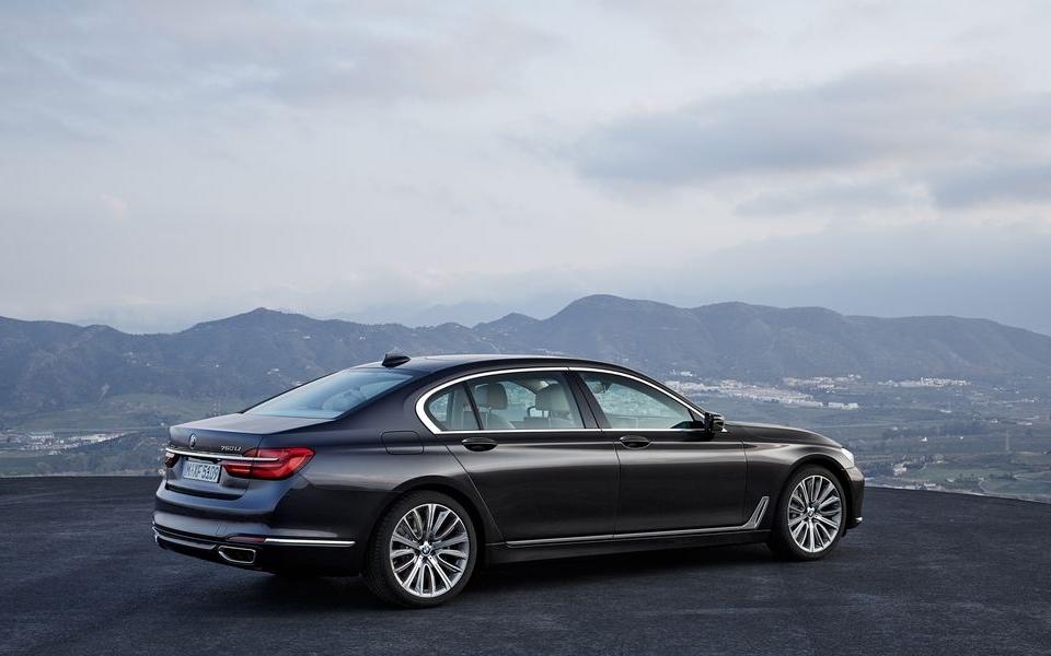 2016-BMW-7-Series-2