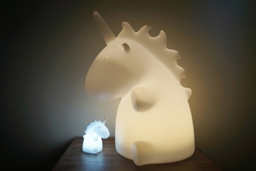 giant-unicorn-lamp-1