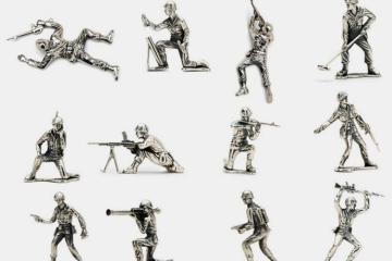 silver-army-men-1