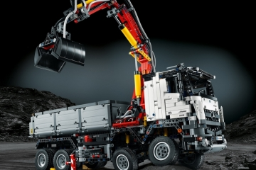 LEGO-mercedes-benz-arocs-set-1